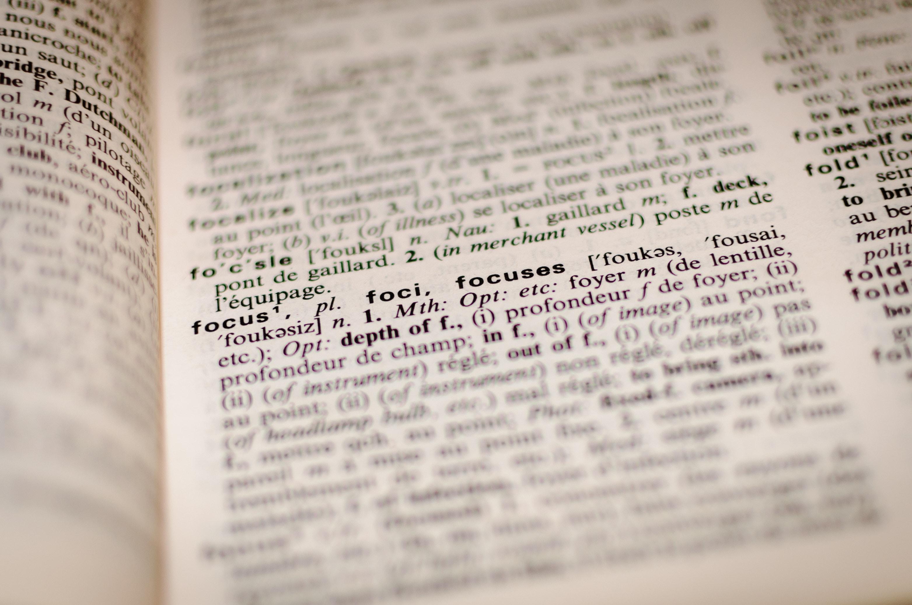 Najpotrzebniejsze zwroty prawnicze, wykorzystywane przy formułowaniu pism procesowych, umów i opinii w tłumaczeniu na język angielski